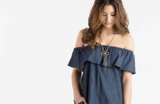8c77340be0e Кому подходит платье с воланом на плечах - описание лучших моделей с фото и  стоимостью