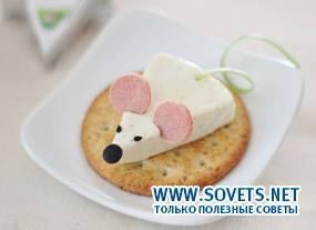 Мышка на крекере