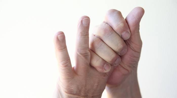 У человека немеют пальцы на руках