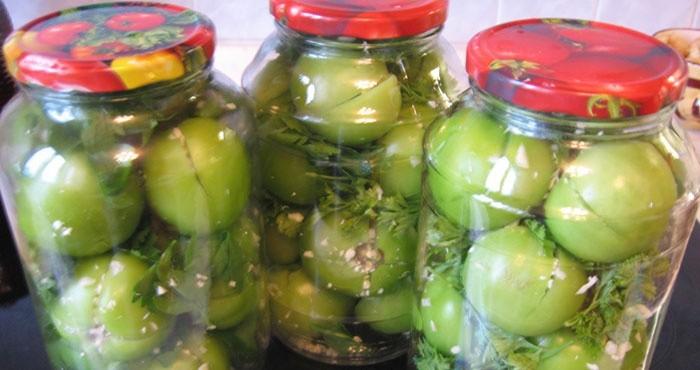 Целые зеленые помидоры с горчицей и аспирином