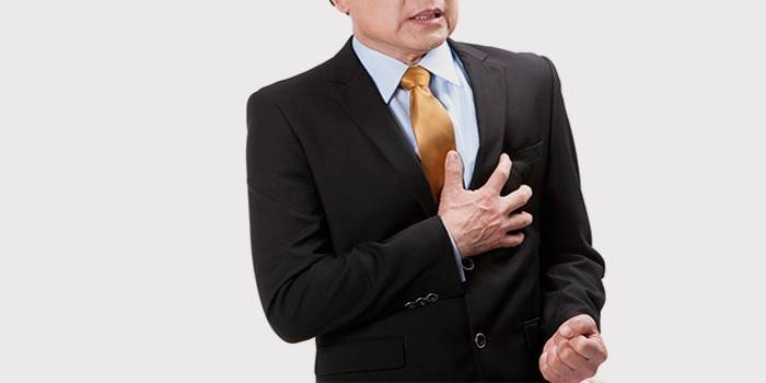 У мужчины боль в области сердца
