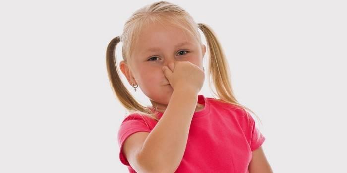 У девочки заложен нос
