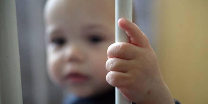 Ребенок, зараженный ВИЧ-инфекцией