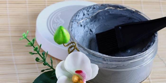 5616029-3maska-iz-goluboy-glinyi-dlya-problemnoy-koji Натуральная маска из глины для лица – полноценный уход за любой кожей