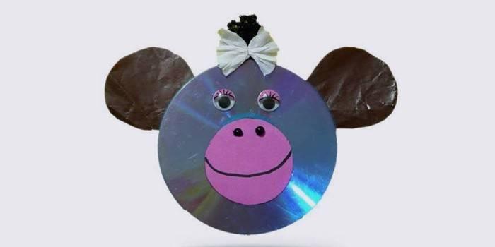 Новогодняя поделка из дисков - обезьяна