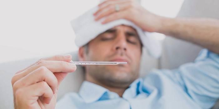Повышенная температура у мужчины