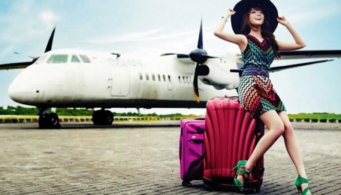 Девушка с сумками