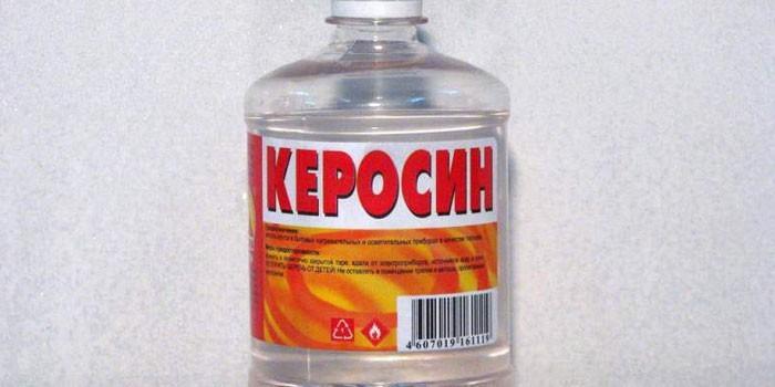 Керосин в пластиковой бутылке