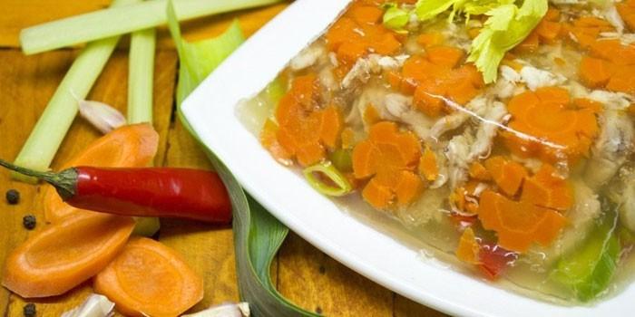 Заливное с морковью с куриным филе