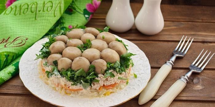 Салат Полянка - как приготовить блюдо пошагово из шампиньонов или опят по вкусным рецептам с фото