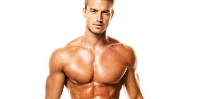 Мужчина атлетического телосложения
