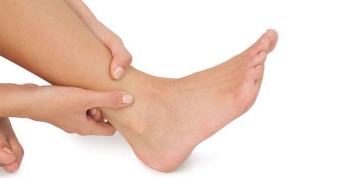 Нога девушки