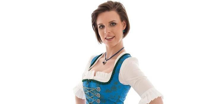 Девушка в немецком национальном костюме