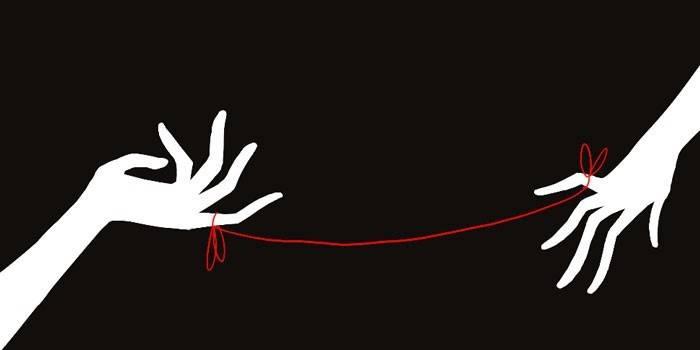 Руки связанные красной нитью