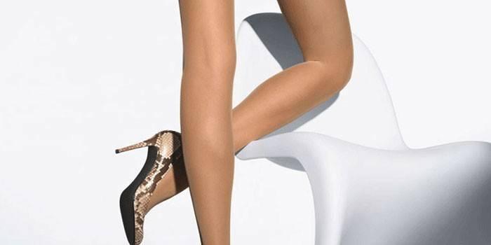 Колготки на женских ногах Marks Spencer