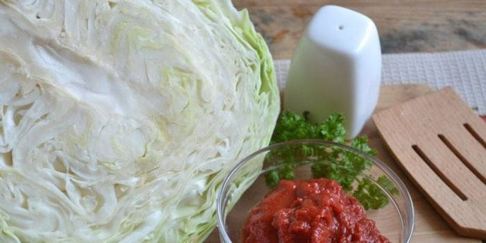 Капуста и томатная паста