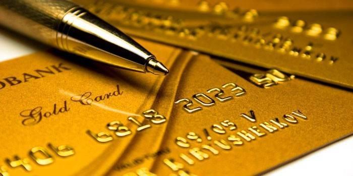 Золотые сбербанковские карты и ручка