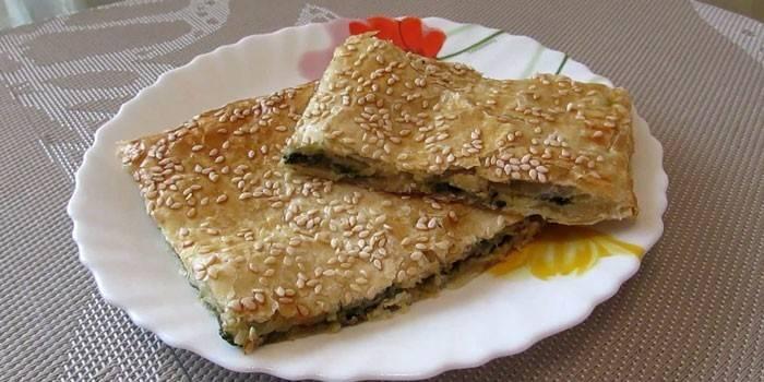 Пирог с начинкой из мангольда и сыра