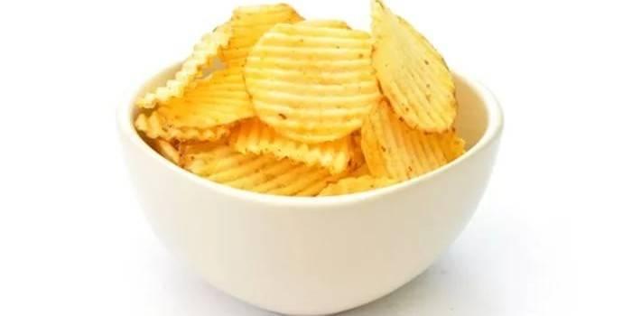 Чипсы картофельные в миске