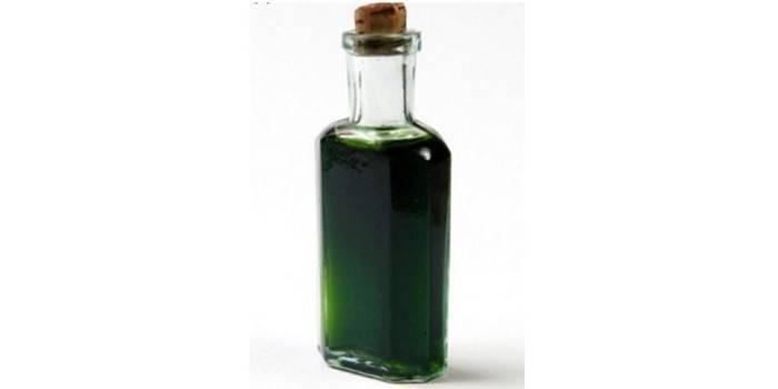 Бутылка с зеленой настойкой