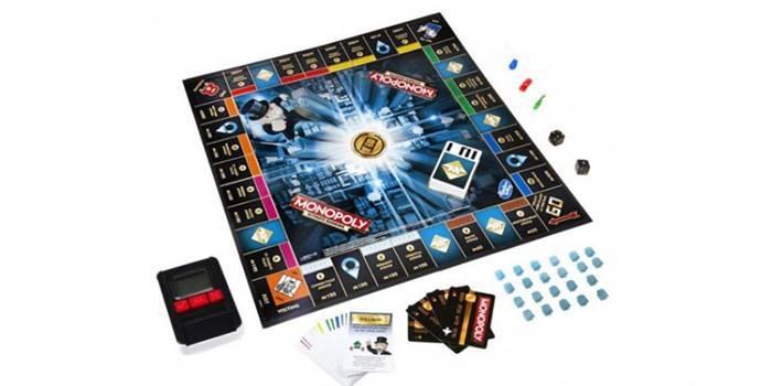 Разложенная игра Монополия с банковскими картами