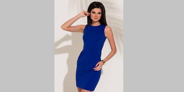 Платье-футляр синего цвета до колен