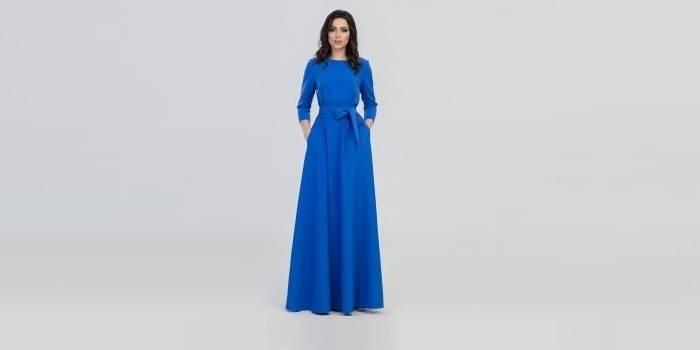 Синее платье макси с поясом