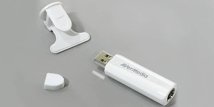USB видеотюнер с антенной для ноутбука AVerMedia Technologies TD310