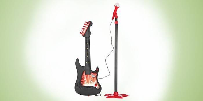 Электрогитара с микрофоном и усилителем
