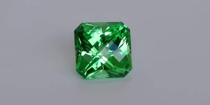 Граненный зеленого цвета