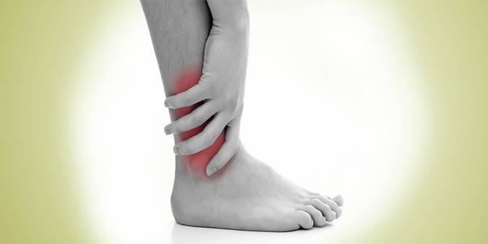Боль в голеностопном суставе у человека