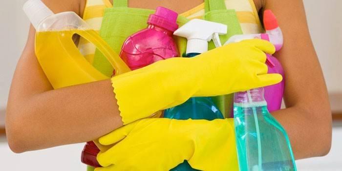 Меры предосторожности при чистке сковороды