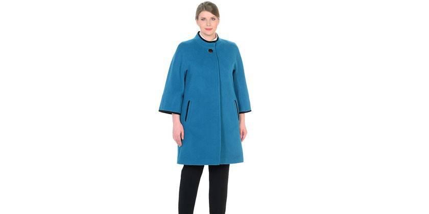 Модель из шерсти LILIYA голубого цвета
